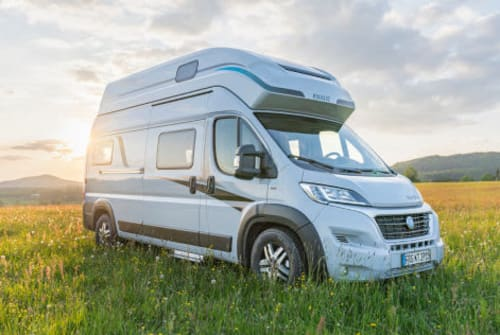 Hire a motorhome in Neufahrn bei Freising from private owners| Knaus Leo - BJ. 2021