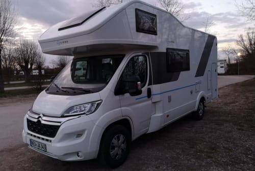 Hire a motorhome in Ipsheim from private owners| Sun Living SunLiving A70DK
