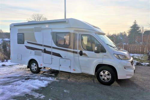 Hire a motorhome in Zeulenroda-Triebes from private owners| Carado  Carado T348