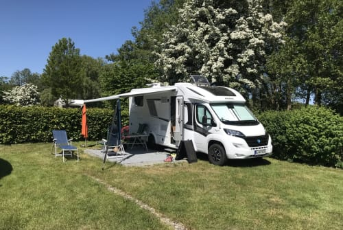 Hire a motorhome in Berlin from private owners| KNAUS TEXAS