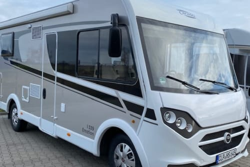 Hire a motorhome in Löningen from private owners| Carado CLP HS 645