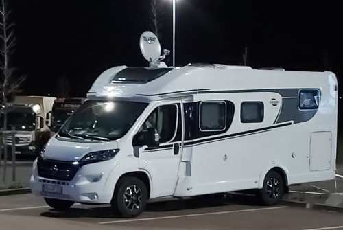 Hire a motorhome in Mönchhagen from private owners| Carado  Bille