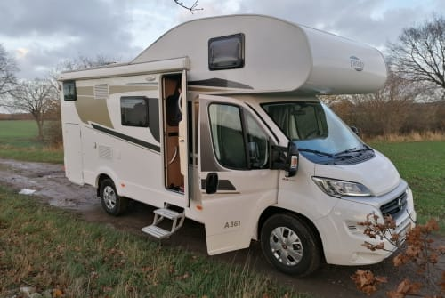 Hire a motorhome in Schellhorn from private owners| Carado Friedi