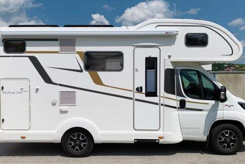 Hire a motorhome in München from private owners| Euramobil Pete