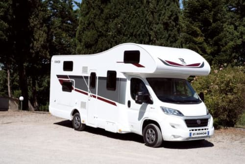 Hire a motorhome in Neustadt an der Orla from private owners| Rimor Seal Rimor Seal 50