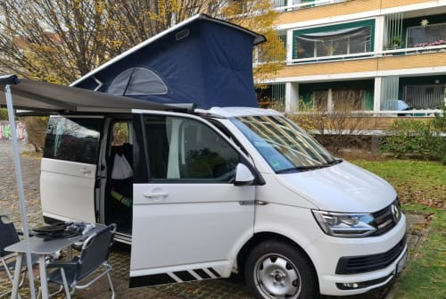 Hire a motorhome in Berlin from private owners| volkswagen ChristiansBulli