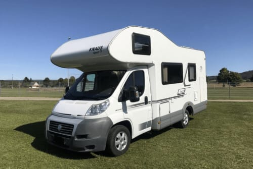 Hire a motorhome in Stegaurach from private owners| Knaus Knausi