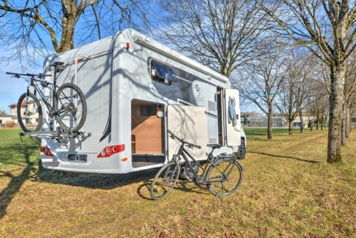 Hire a motorhome in Gilching from private owners| Carado Alice