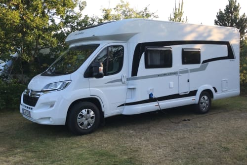 Hire a motorhome in Jerrishoe from private owners| Hobby Optima on tour
