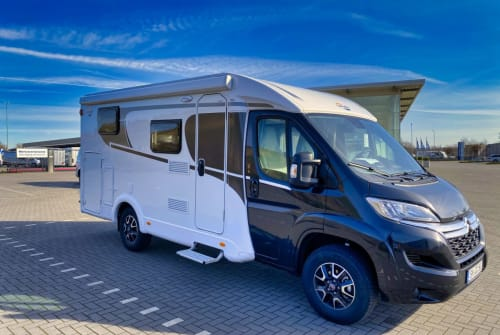 Hire a motorhome in Lingen from private owners| Carado Jürgen V337