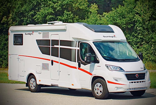 Hire a motorhome in Dresden from private owners| Sunlight  Family Sports