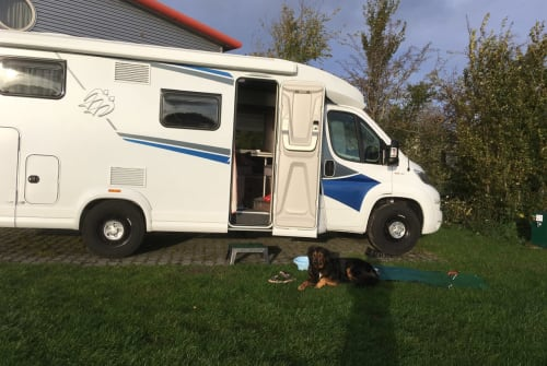 Hire a motorhome in Hamburg from private owners| Knaus Dreamer