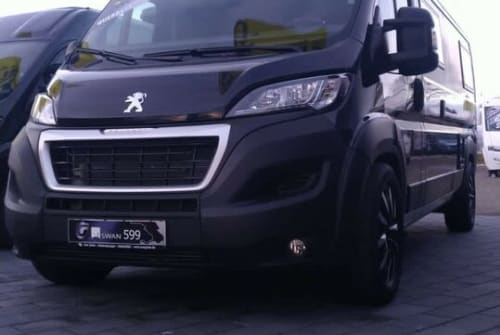 Hire a motorhome in Gelnhausen from private owners| Peugeot Boxer Bravia Van