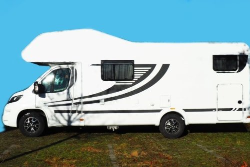 Hire a motorhome in Aschheim from private owners| Knaus Orangi Alkoven