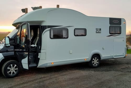 Hire a motorhome in Hattstedt from private owners| LMC Küstenmobil
