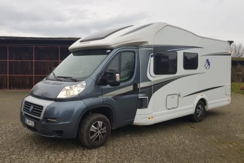 Hire a motorhome in Uelzen from private owners| Knaus LoMo