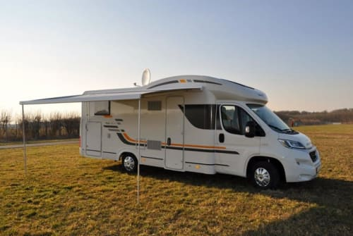 Hire a motorhome in Königsbrunn from private owners  Sunliving BuBu-Mobil