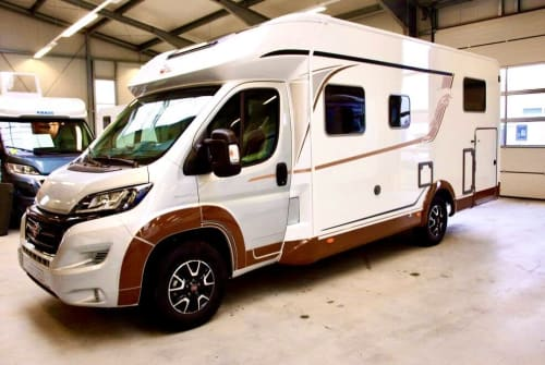 Hire a motorhome in Berlin from private owners| Bürstner Delfi 2 Bj.2021