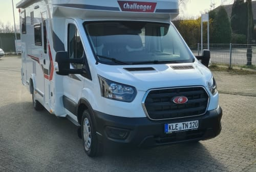 Hire a motorhome in Kleve from private owners  Challenger Charlie