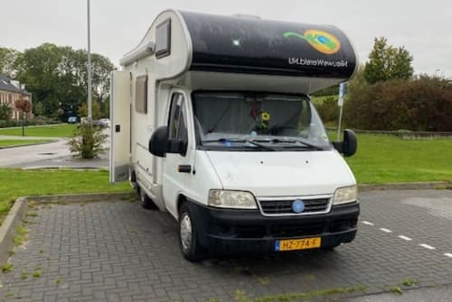 Hire a motorhome in Utrecht from private owners| McLouis Aysha