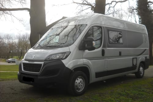 Hire a motorhome in Viersen from private owners| Bravia Flaco