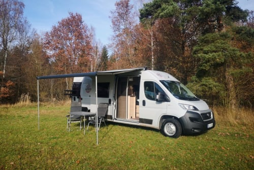 Hire a motorhome in Untersteinach from private owners| Weinsberg Suncamper 600K