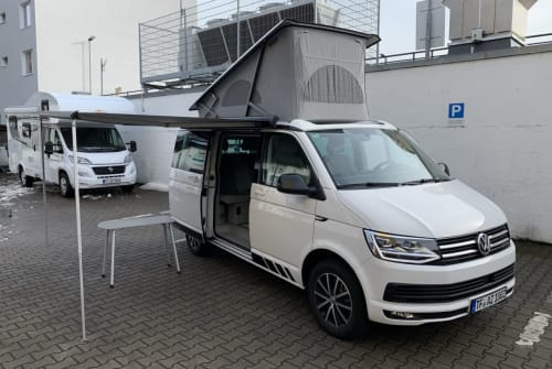 Hire a motorhome in Berlin from private owners| Volkswagen California
