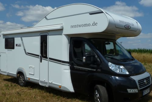 Hire a motorhome in Windelsbach from private owners| LMC Einzelbetten