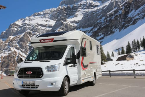 Hire a motorhome in Schnaittach from private owners  Challenger Sunriser