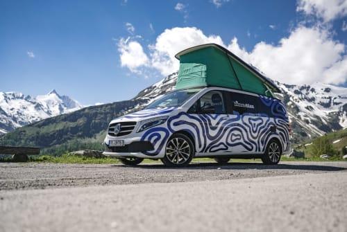 Hire a motorhome in Rosenheim from private owners| Mercedes himmeblau-Bus