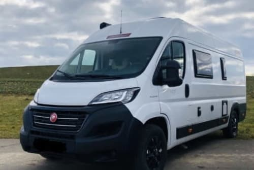 Hire a motorhome in Leegebruch from private owners| Challenger  Vany 2