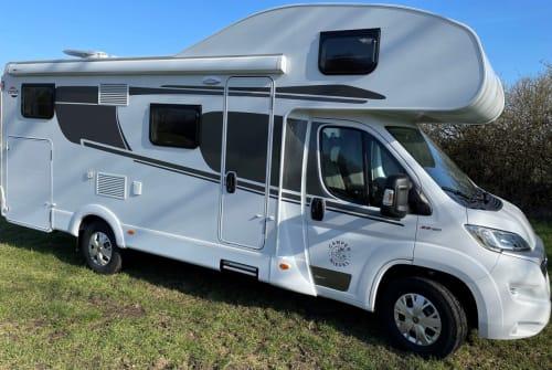 Hire a motorhome in Elmenhorst from private owners| Carado Carado A464