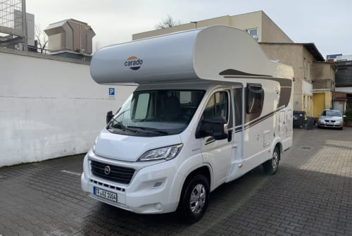 Hire a motorhome in Berlin from private owners| Carado Alkoven