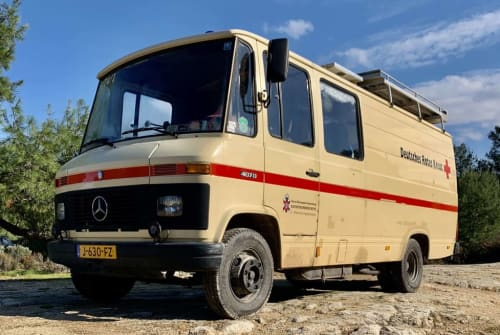 Hire a motorhome in 's-Hertogenbosch from private owners| Mercedes-Benz Frans