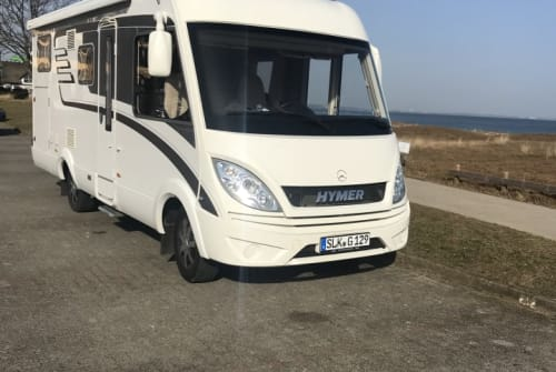 Hire a motorhome in Bernburg from private owners| Mercedes Hymer