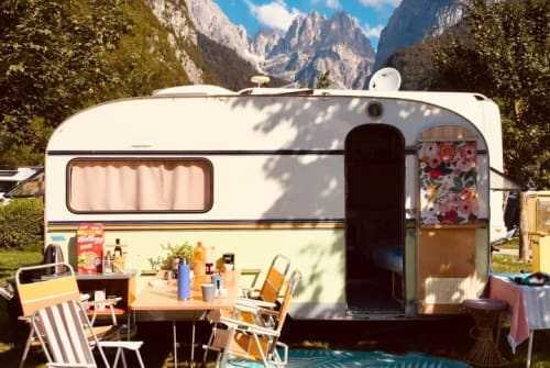 Hire a motorhome in Bamberg from private owners| Knaus  Karlotta