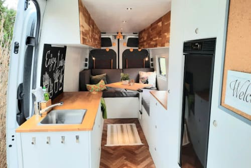 Hire a motorhome in Leipzig from private owners| Mercedes Benz Gido