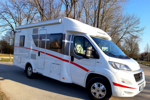 Hire a motorhome in Freising from private owners| Sunlight T64 Bella