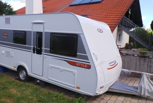 Hire a motorhome in Eresing from private owners  LMC Style Mario