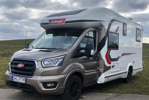 Hire a motorhome in Leegebruch from private owners| Challenger Challenger One