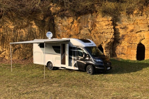 Hire a motorhome in Neumarkt in der Oberpfalz from private owners  Sunlight Blacky XV 68