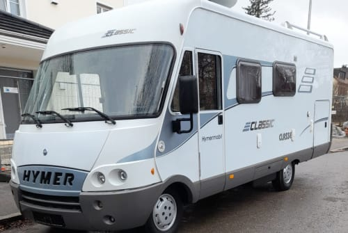 Hire a motorhome in München from private owners| Hymer Eriba Chipsy