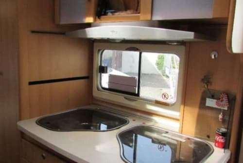 Hire a motorhome in Neulußheim from private owners| TEC Caravan Travel King