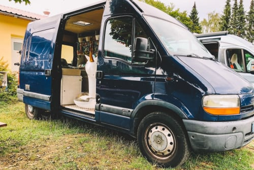 Hire a motorhome in Erfurt from private owners  Renault  Blauer Riese