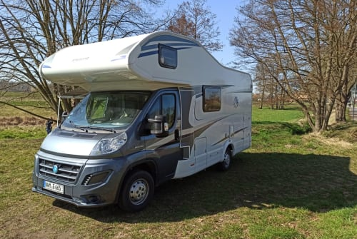 Hire a motorhome in Wedendorfersee from private owners  Knaus Campi