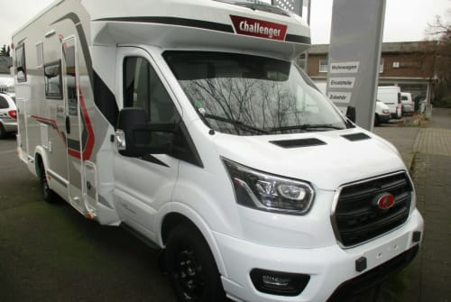 Hire a motorhome in Köln from private owners| Challenger Comfort-Camper