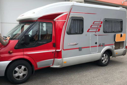 Hire a motorhome in Mönchengladbach from private owners| Hymer  Roland