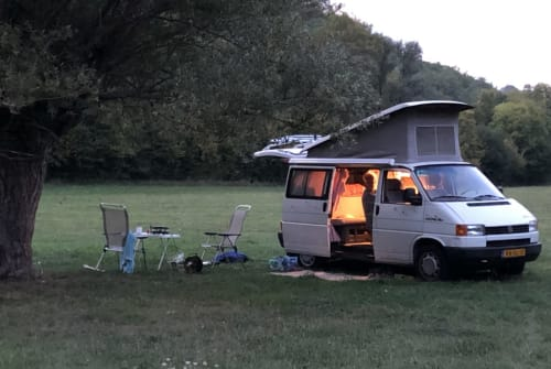 Hire a motorhome in Tilburg from private owners| VW Makena