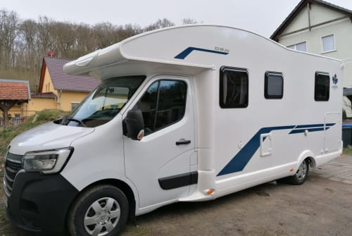 Hire a motorhome in Wandlitz from private owners| Renault  Hübi