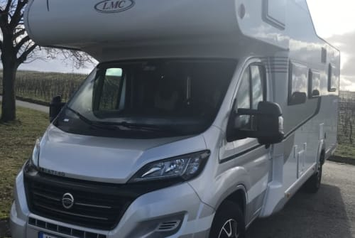 Hire a motorhome in Volkach from private owners| LMC Bacchus